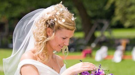 Brautfrisuren Schulterlanges Haar Mit Schleier by Brautfrisuren Schulterlanges Haar Mit Schleier