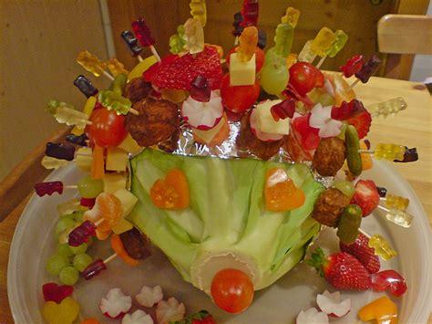 Obst Dekorativ Anrichten by Gartenliebes Bunter Spie 223 E Igel Mit Gummib 228 Ren Rezept Mit
