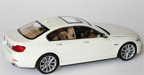 BMW 5er 550i (F10) alpinweiß Werbemodell Schuco