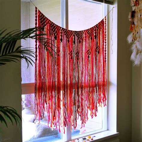 Cahaya Di Tirai dengan kreasi 8 tirai jendela bikinan sendiri ini rumahmu