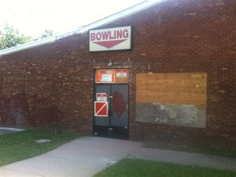Post Office Farmingdale by Former Levittown Lanes To Be Turned Into Office