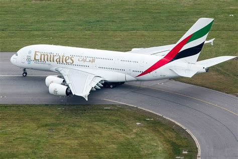 emirates orders emirates airline orders 36 airbus a380s worth 16 billion