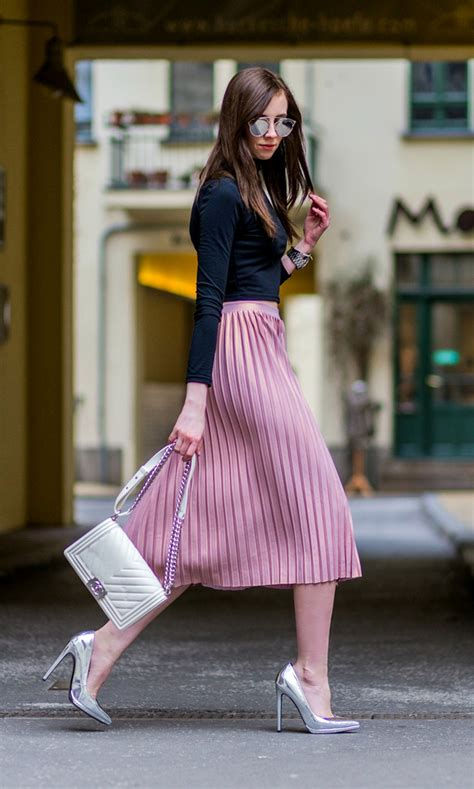what goes with pink the pleated skirt outfit is a game changer this spring