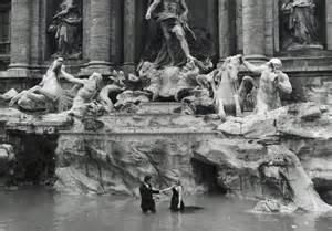 Crescent Table La Fontaine De Trevi 224 Rome Et Si On Visitait Les Lieux