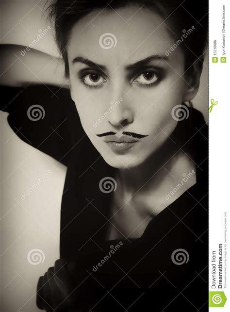 Tattoos Für Die Schulter by Pin Sch 195 182 Ne Frau Mit Dem Lockigen Haar Und Scheren On