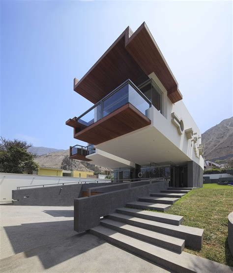 home architect design creatively cool dual cantilevered house in peru modern