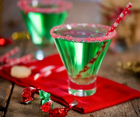 Hosting Cocktail Party - 15 delicious holiday drink recipes for grown ups to enjoy