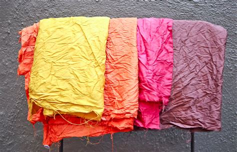dyeing fabric using items from nature