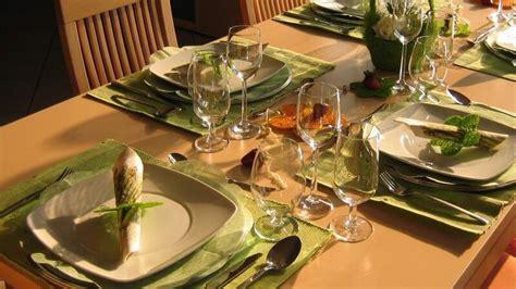 tafel dekoration tischdekoration schm 252 cken und dekorieren der tafel mit