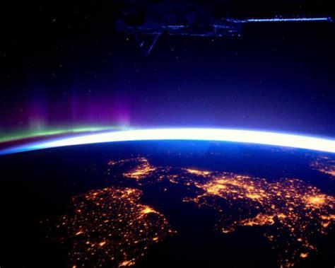 imagenes extrañas vistas desde el espacio fotos la tierra de noche vista desde el espacio reino
