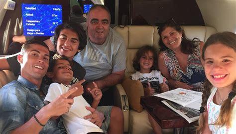 imagenes vacaciones con la familia cristiano ronaldo con toda su familia de vacaciones