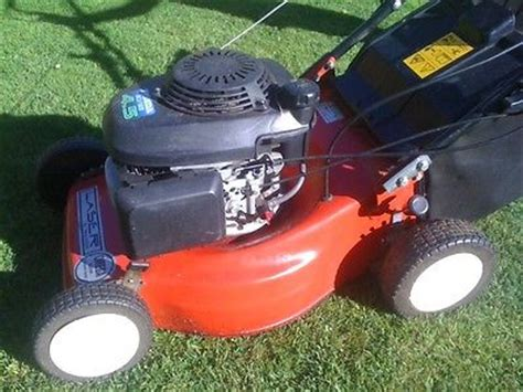 petrol push honda gcv 135 4.5 lawn mower with grass box