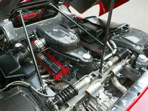 Enzo Motor Enzo Engine Compartment Angle 1024x768 Wallpaper