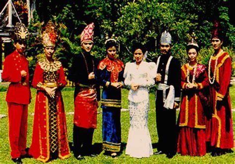 Eksiklopedi Suku Bangsa Di Indonesia indahnya berbagi