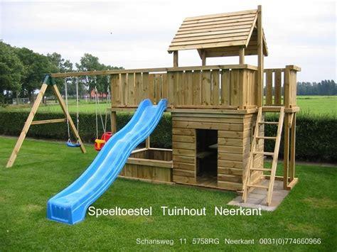 buitenspeelgoed speelplaats speeltoestel speelhuis balkon met zandbak tuinhout neerkant