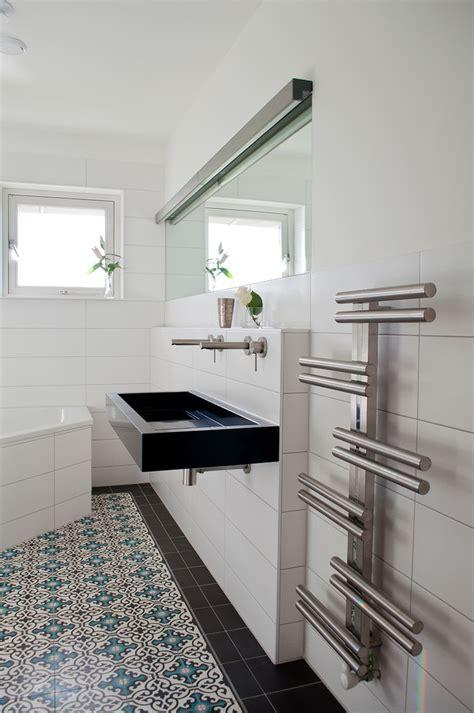 kitchen cabinets  molding bathroom towel holders