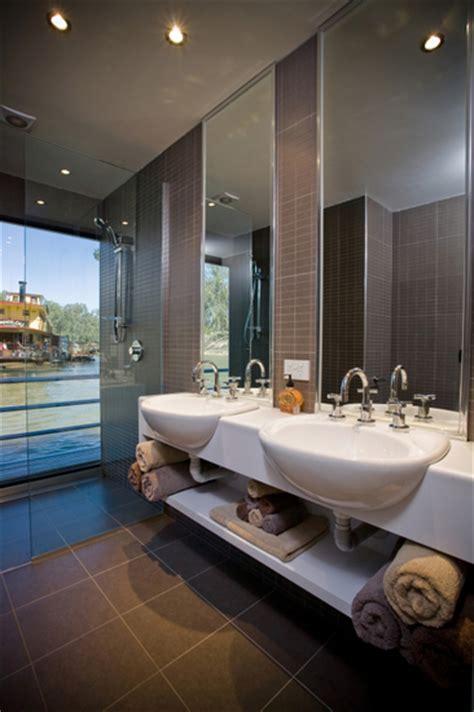 ultimate bathrooms ultimate 2 5 bedrooms 2 bathrooms echuca luxury houseboats