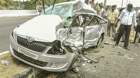indian car on road latest car accident of skoda rapid in india road crash