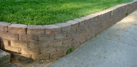 How To Build A Stackable Block Retaining Wall Today S How To Build A Brick Retaining Wall Garden