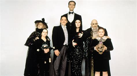 fotos de la familia locos addams familia adams personajes nombres related keywords