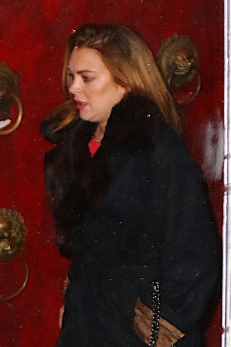 Lindsay Lohan Is Desperate by Pawning Unemployed Lindsay Lohan Sells Herself