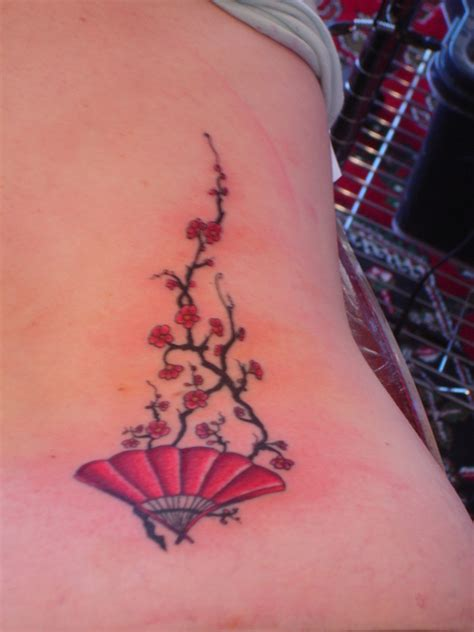 small geisha tattoo fan small fan with blossoms tattoomagz