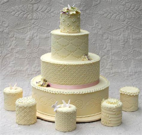 Mini Wedding Cakes by Adorable Mini Wedding Cakes