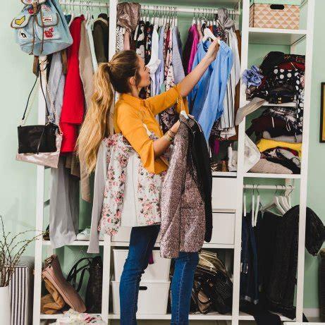 kleiderschrank ausmisten ordnung im kleiderschrank tipps tricks zum aufr 228 umen