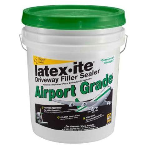 ite 4 75 gal airport grade driveway filler sealer
