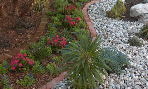 Landscape Rock Coverage Bark Mulch Vs Rock Mulch Which Is Better Gt Landscapes