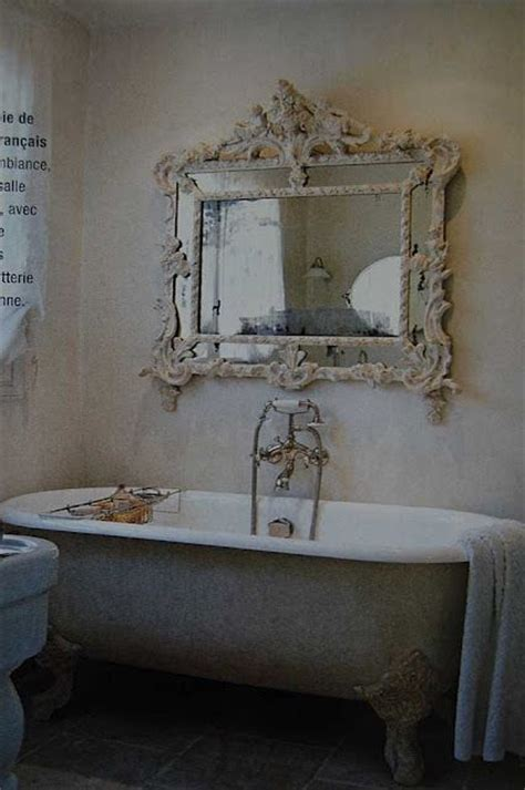 Antique Mirror Hung Over A Classic Clawfoot Tub Love This Shabby Chic Bathroom Mirror