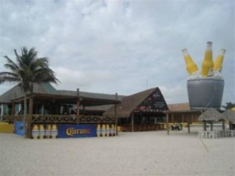eladio s eladio s progreso on the beach picture of eladio s bar