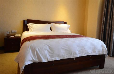 different types of comforters what are the different types of bedroom comforter sets