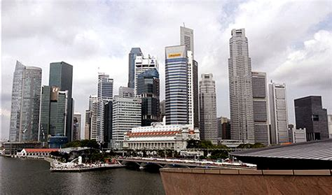 singapore property prices rise to record high