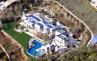 Tom Brady Home by Tom Gisele Move Into 20m Home Ny Daily News