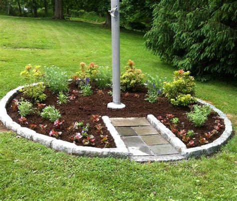 Flagpole Landscaping Ideas 25 Best Ideas About Flag Pole Landscaping On Pinterest Front Yard Decor Front Yard Tree