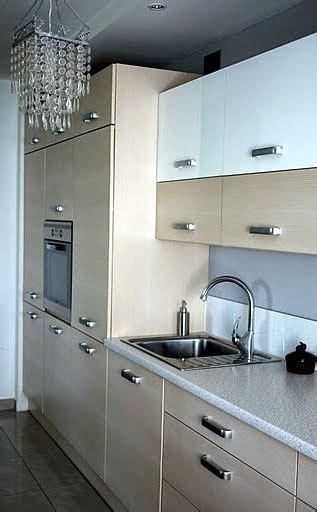 cocina por dos muebles de cocina en dos colores