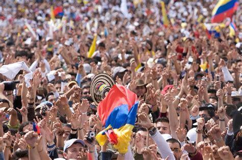 desde lejos asuntos colombianos 0265357144 matices colombianos