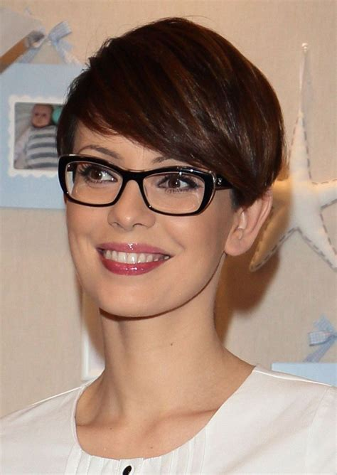short hairstyles for glasses short hair pixie cut hairstyle with glasses ideas 68