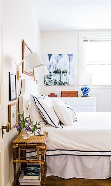 White Comforter With Blue Trim by The Simple White Bedding Gets A Pop With Blue Trim