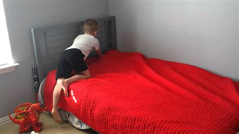 making the bed powertokids how to make your bed for kids by a kid youtube