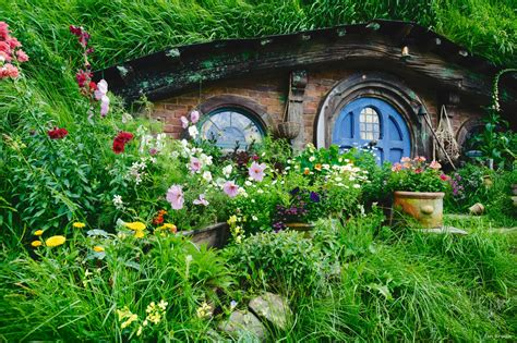 hobbit hole what it s like to visit the real hobbiton in new zealand