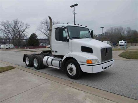 2000 volvo tractor for sale volvo vmn64t 2000 daycab semi trucks