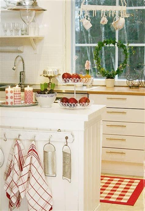 cozy kitchen decorating ideas iroonie com 40 cozy christmas kitchen d 233 cor ideas digsdigs