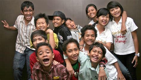 orientation film laskar pelangi mahasiswa ikj doakan mahar laskar pelangi seleb tempo co
