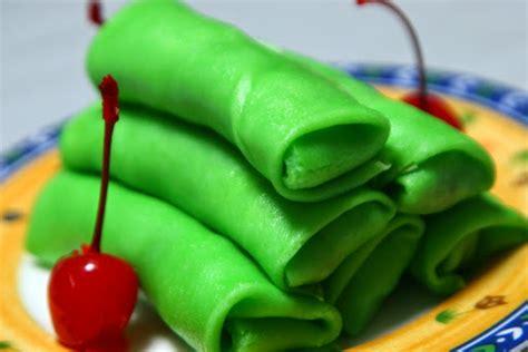 cara membuat jajanan pasar dadar gulung bahan resep dadar gulung isi kelapa dan gula ala jajanan pasar