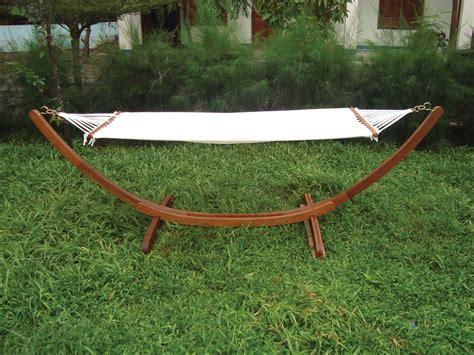 amaca con struttura amaca con struttura in legno per arredo esterno giardino