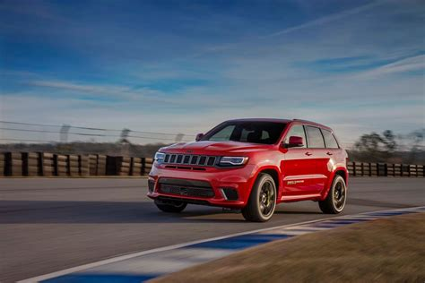 red jeep cherokee 2018 jeep grand cherokee trackhawk wallpapers hd
