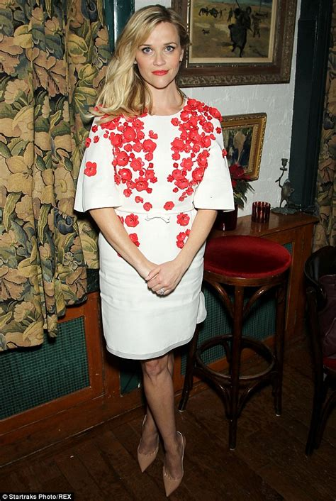 what to wear at 38 years old reese witherspoon telenowele