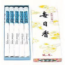 Mainichi Koh Viva Sandalwood Reg mainichi koh viva sandalwood box of stick 5 rolls